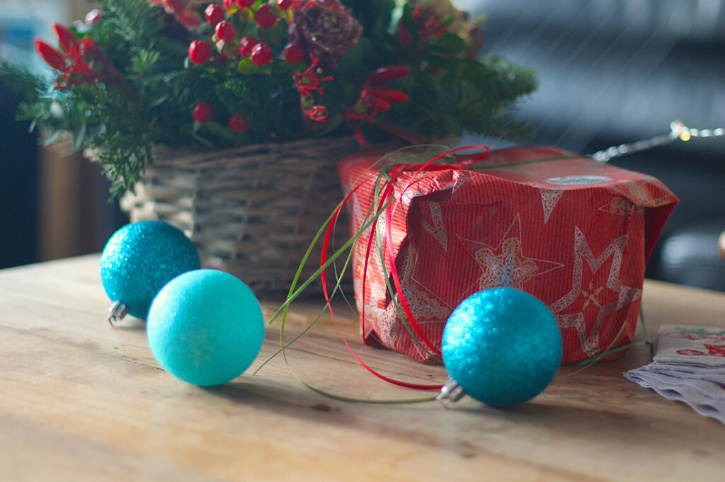 Cadeau onder kerstboom